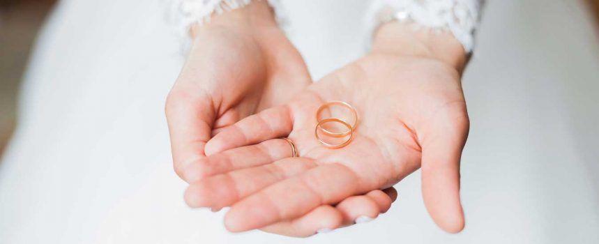 صورة لخاتم الخطبة والزواج